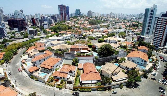 Em 16 cidades, apesar da desaceleração econômica, o setor imobiliário ainda está aquecido - Foto: Marco Aurélio Martins | Ag. A TARDE