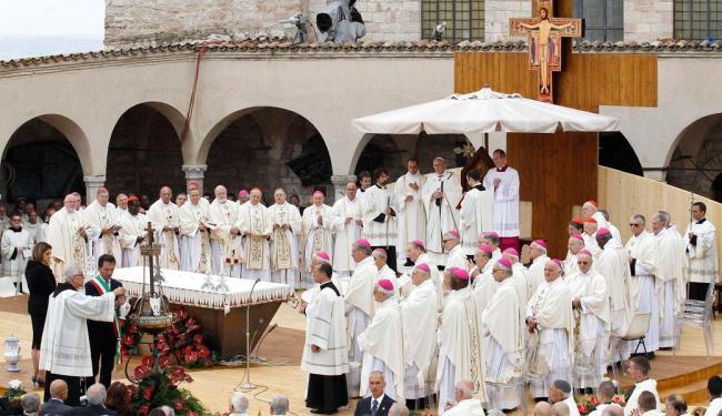 Papa participa de cerimônia em Assis - Foto: Agência Reuters