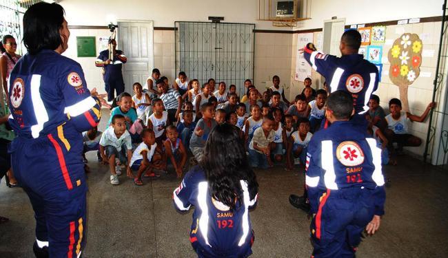 Agentes do Samu na Escola Municipal Vila Nova de Portão - Foto: Divulgação