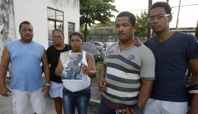 Familiares informaram que o rapaz já foi transferido para enfermaria e não corre risco de morte - Foto: Joá Souza | Ag. A TARDE