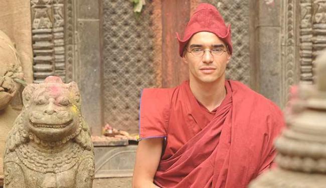 Caio Blat interpreta um monge na novela Joia rara - Foto: Renato Rocha Miranda | TV Globo