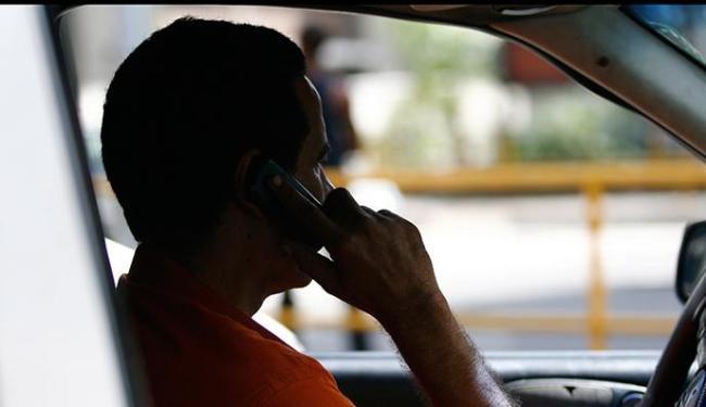 Brasileiro paga, em média, US$ 0,74, o minuto, em ligações para celular - Foto: Ronaldo Silva | Ag. A TARDE