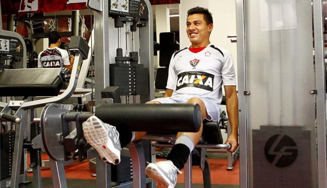 Titular desde que chegou ao Vitória, Ayrton fará companhia a Escudero e não enfrenta o Bahia - Foto: Eduardo Martins | Ag. A TARDE
