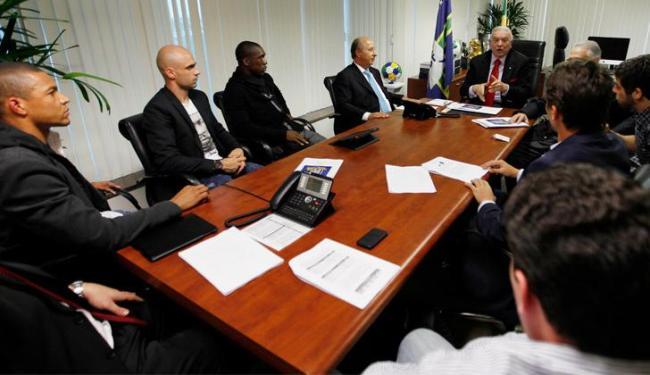 Paulo André, Cris, Dida, Juninho Pernambucano e Seedorf participaram de reunião na CBF - Foto: Rafael Ribeiro / CBF
