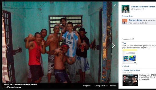Preso posta foto ao lado de outros detentos em seu perfil no Facebook - Foto: Reprodução | Facebook