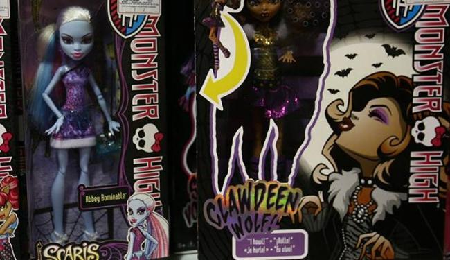 Destinadas a pré-adolescentes, as bonecas Monster High fazem sucesso com as meninas - Foto: Margarida Neide / Ag. A TARDE
