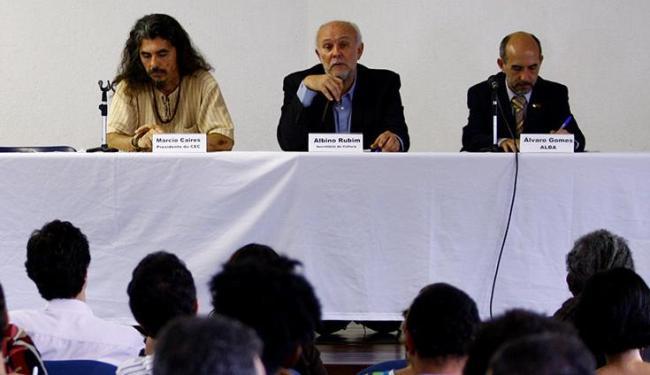 O secretário de cultura Albino Rubim (centro) disse que fundo pode ser reduzido em R$ 9 milhões - Foto: Fernando Vivas / Ag. A Tarde