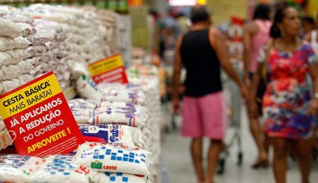 Na RMS, O preço dos alimentos consumidos no domicílio apresentou uma queda de 1,17% - Foto: LUCIO TAVORA / AG. A TARDE