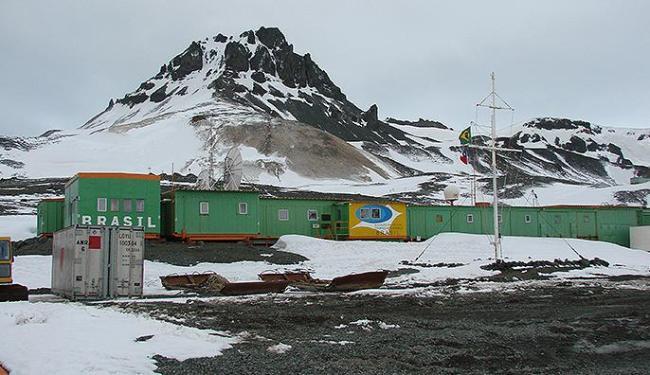 Base de pesquisa do Brasil na Antártida foi destruída por incêndio em fevereiro de 2012 - Foto: Agência Brasil