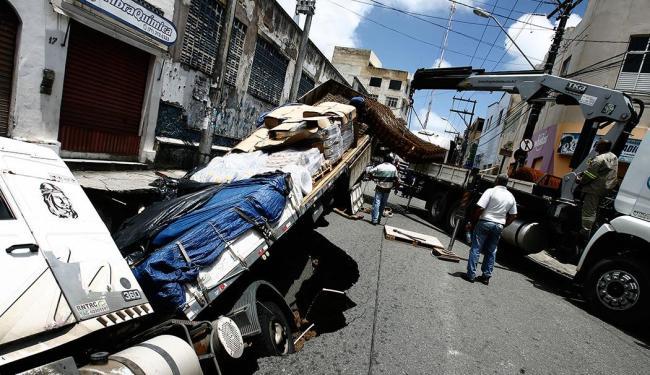 No fim da manhã desta sexta, 11, a carga foi removida - Foto: Luciano da Matta | Ag. A TARDE