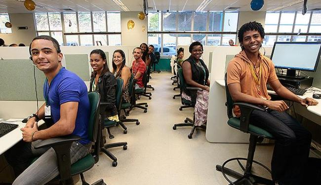 Jovens em busca de primeiro emprego tem boas oportunidades em call center - Foto: Mila Cordeiro | Ag. A TARDE