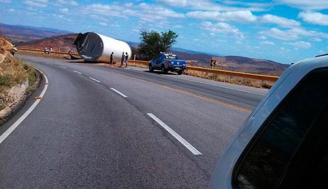 Acidente ocorreu durante uma curva na Serra dos Pombos - Foto: Celso Teixeira | Blog do Anderson | Reprodução