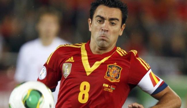 Xavi defendeu seu colega no Barça, Neymar, das críticas técnico do Chelsea, José Mourinho - Foto: Enrique Calvo / Agência Reuters