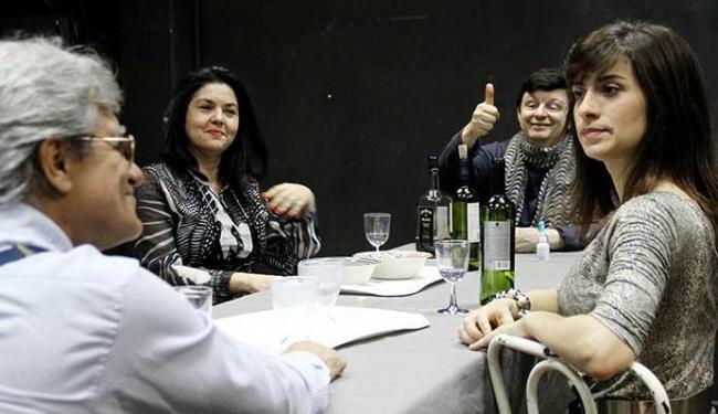 Cacá Nascimento, Márcia Andrade, Claudio Cajaíba e Luisa Prosérpio protagonizam peça - Foto: Alessandra Nohvais | Divulgação