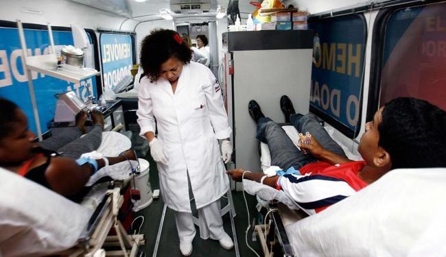 Dois voluntários doaram sangue pela primeira vez em Feira de Santana - Foto: Luiz Tito | Ag. A TARDE