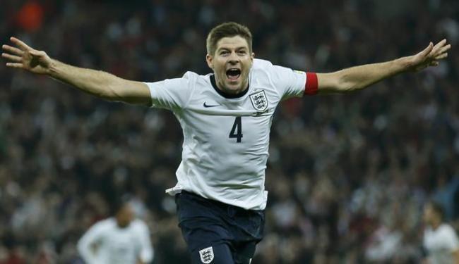 Gerrard marcou o segundo gol na vitória da Inglaterra por 2 a 0 sobre a Polônia em Wembley - Foto: Stefan Wermuth / Agência Reuters