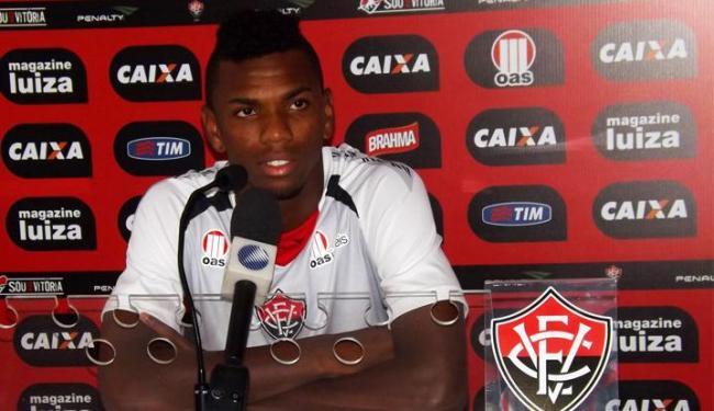 Marcelo protegeu bem a zaga, anulou Seedorf e foi aplaudido pela torcida na estreia - Foto: Assessoria do Esporte Clube Vitória / Divulgação