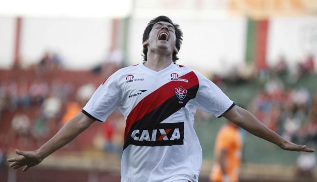 Cáceres comemora o gol do Vitória na partida - Foto: RAFAEL NEDDERMEYER/FOTOARENA/ESTADÃO CONTEÚDO   Ag. A TARDE