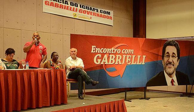 Encontro com Gabrielli virou ato de apoio ao secretário, saudado com faixas onde já era chamado de g - Foto: Divulgação