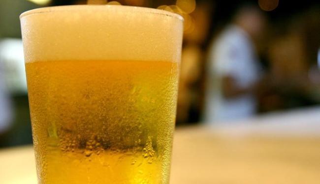 Consumidor baiano deverá pagar mais caro por bebidas alcoólicas a partir do final de janeiro de 2014 - Foto: Thiago Teixeira / AG .A TARDE