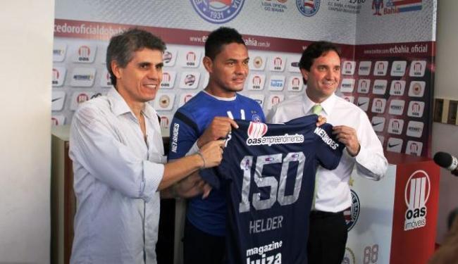 Recentemente homenageado pOE 150 jogos pelo Bahia, Hélder teve o vínculo estendido até 2015 - Foto: Esporte Clube Bahia | Divulgação