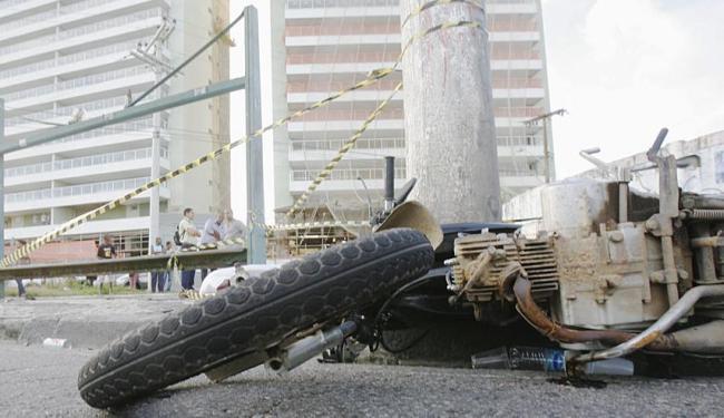 Em 2012, 249 pessoas morreram em Salvador em acidentes com motocicleta - Foto: Joá Souza | Ag. A TARDE