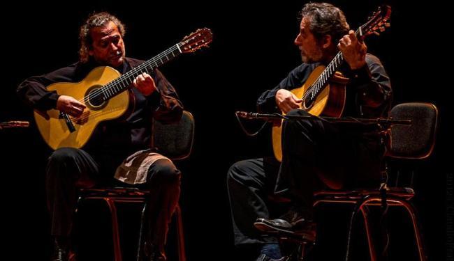 Os irmãos Sergio e Odair Assad formaram o duo de violões de referência internacional - Foto: Site oficial | Reprodução