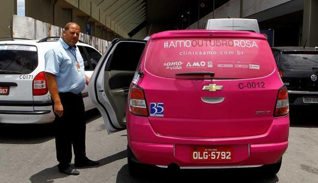 Motorista Márcio Augusto conta que a iniciativa faz sucesso com mulheres - Foto: Eduardo Martins | Ag. A TARDE