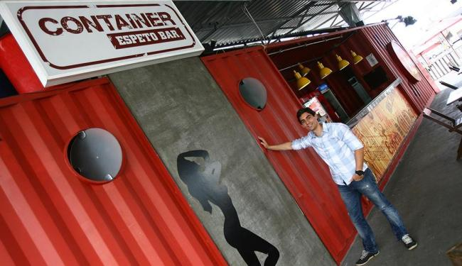Joel Fernandes abriu o Container Espeto Bar em Salvador e comemora o sucesso - Foto: Fernando Amorim | Ag. A TARDE