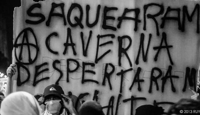 Manifestação de black blocs cariocas - Foto: Reprodução | Facebook Black Bloc