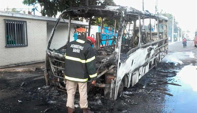 Passageiros conseguiram descer do veículo - Foto: Edilson Lima | Ag. A TARDE