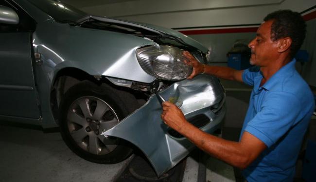 O serviço de reparação de veículos sofre com a falta de peças - Foto: Fernando Amorim | Ag. A TARDE