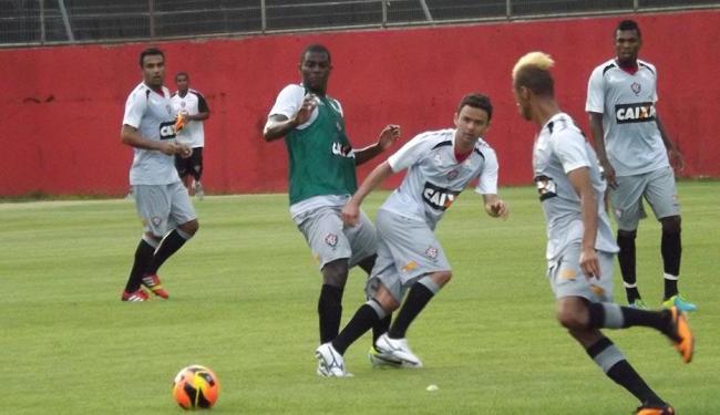 Além da dupla de zaga, William Henrique foi uma das novidades entre os titulares na vaga de Escudero - Foto: Esporte Clube Vitória | Divulgação