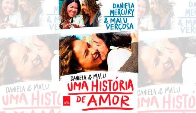 Capa mostra as duas em foto que circulou na internet quando assumiram o romance - Foto: Divulgação