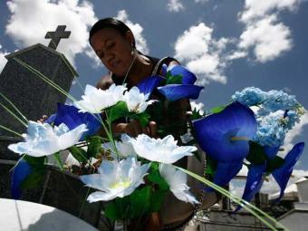 Dia de Finados contará com missas nos cemitérios da cidade - Foto: Luiz Tito | Ag. A TARDE