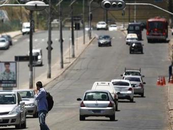 Sinaleiras apresentam defeito em pontos da orla, Pituba e Stiep - Foto: Raul Spinassé | Ag. A TARDE