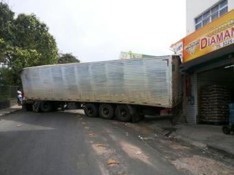 Será necessário um guincho para a retirada do veículo - Foto: Paulo José   Acorda Cidade