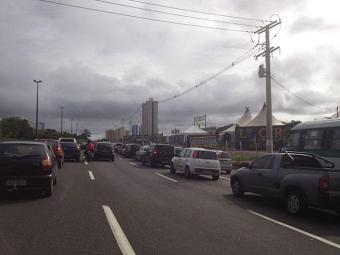 Motoristas encontram trânsito intenso na Paralela - Foto: Foto do leitor Victor Brito