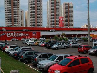 Criminosos abordaram seguranças do carro-forte quando chegavam no hipermercado - Foto: Joá Souza   Ag. A TARDE