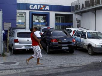 Cinco bandidos renderam seguranças e assaltaram agência da Caixa - Foto: Eduardo Martins | Ag. A TARDE