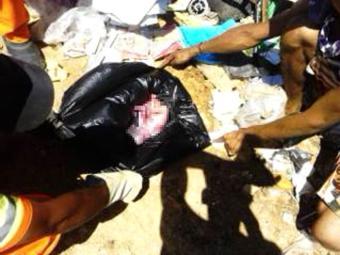 Recém-nascido estava dentro de uma caixa de papelão envolta por um saco plástico - Foto: Reprodução | Blog Agravo