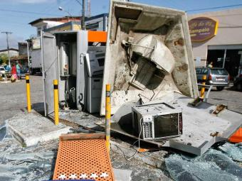 Explosivos são utilizados para roubo de caixa eletrônico - Foto: Luiz Tito   Ag. A TARDE