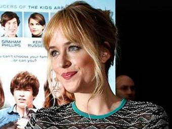 50 tons, estrelado por Dakota Johnson, será adiado para 2015 - Foto: Mario Anzuon I Reuters