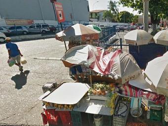 O ambulante vendia frutas em frente ao supermercado - Foto: Reprodução | Google Street View