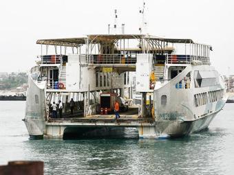 Cinco embarcações estão funcionando em operação de bate-volta - Foto: Raul Spinassé/ Ag. A TARDE