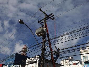 Segundo a Coelba, medida é para serviços de manutenção e melhoria da rede elétrica - Foto: Edilson Lima | Ag. A TARDE