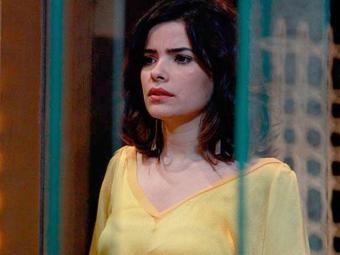 César avisa a amada que guardará o documento no cofre - Foto: Reprodução | TV Globo