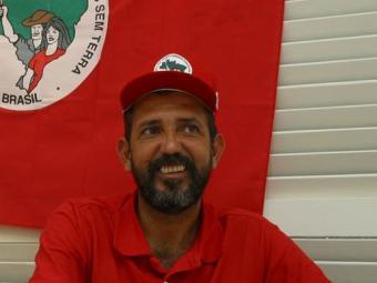 José Rainha lidera grupo que invadiu fazendas - Foto: Geraldo Ataide | Ag. A TARDE