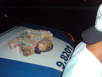 Detido disse que recebeu R$ 500 para transportar dinheiro - Foto: Divulgação | PM