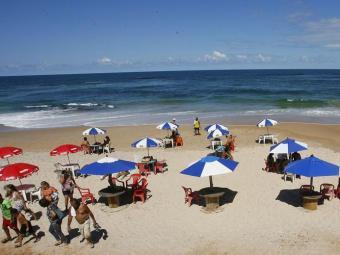 Pituba é uma das praias impróprias para banho - Foto: Marco Aurélio Martins   Ag. A TARDE